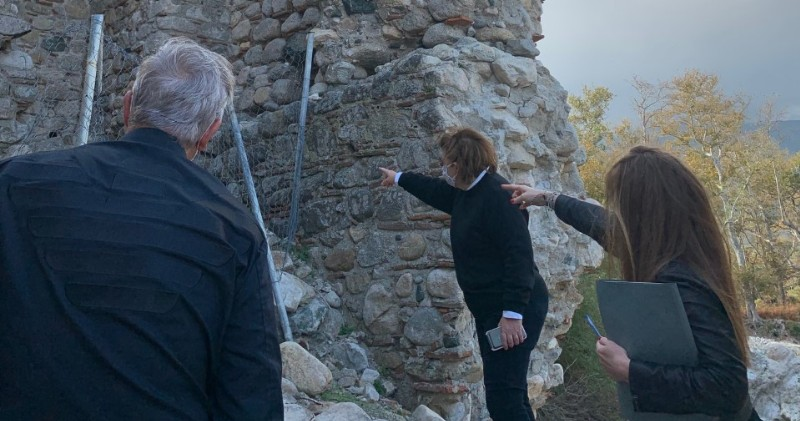Πύργος του Φονιά στη Σαμοθράκη: Αυτοψία της Λ. Μενδώνη