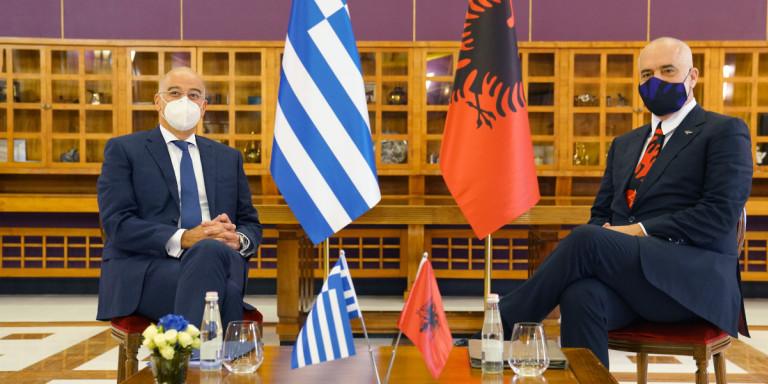 Ελλάδα – Αλβανία συμφώνησαν να πάνε στη Χάγη για τις θαλάσσιες ζώνες