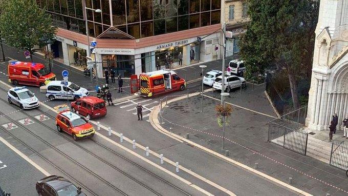 Γαλλία: Επίθεση με μαχαίρι στη Νίκαια με τρεις νεκρούς και πολλούς τραυματίες – ΥΠΕΞ: Αποτροπιασμός για την επίθεση στη Νίκαια