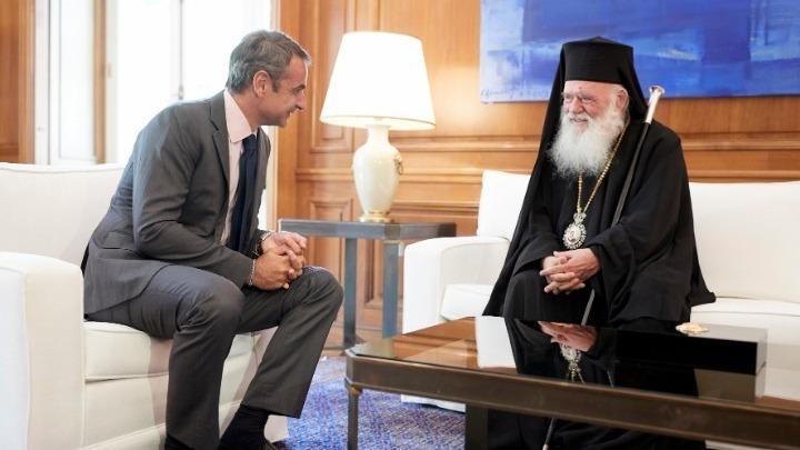Κυρ. Μητσοτάκης: «Είναι στο χέρι μας να τηρήσουμε τα μέτρα και να κάνουμε Χριστούγεννα με τις Εκκλησίες μας ανοιχτές»