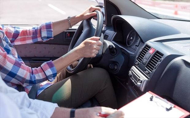 Yπουργείο Μεταφορών: Από τα 17 στο τιμόνι, συνοδεία ενηλίκου – Τι προβλέπει το νέο νομοσχέδιο «Οδηγώντας με Ασφάλεια»