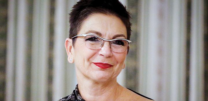 Λίνα Νικολοπούλου – Στουρνάρα: Πρέπει να αντέξεις, δεν έχεις άλλη επιλογή…