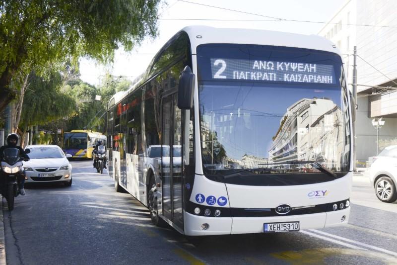 Ερχονται τα ηλεκτροκίνητα λεωφορεία: Αθόρυβα και χωρίς κραδασμούς -Σε δοκιμαστική διαδρομή ο Κώστας Καραμανλής