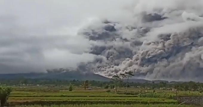 Ινδονησία: 130 ενεργά ηφαίστεια