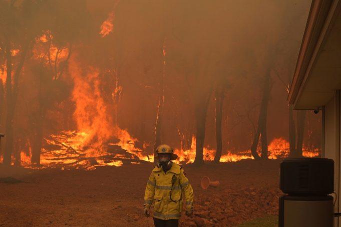 Εκκενώσεις περιοχών στη Δ. Αυστραλία από δασικές πυρκαγιές-Καταστράφηκαν 71 κατοικίες