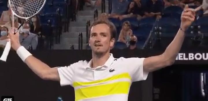 Australian Open: Το πανηγύρισε ο Μεντβέντεφ – Υπέκυψε στην ανωτερότητα του ο Τσιτσιπάς