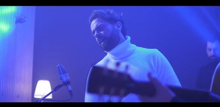 Ηλίας Βρεττός: «Τον Άνθρωπο Τον Λάθος» (Acoustic Version – music video)