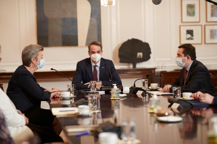 Το νέο Σύμφωνο για τη Μετανάστευση και το Άσυλο στο επίκεντρο της συνάντησης του πρωθυπουργού με την Ιλβα Γιόχανσον