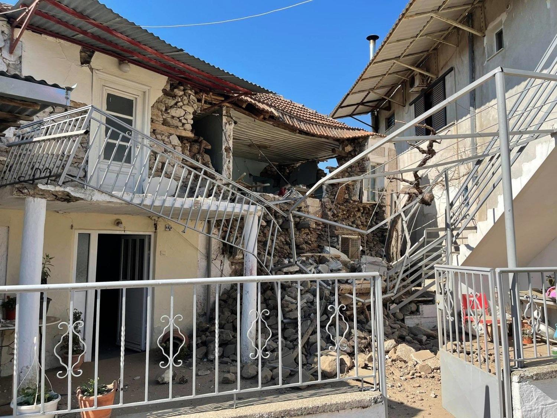 Σεισμός 6 ρίχτερ στην Ελασσόνα: Κατέρρευσε σπίτι αλλά και τοίχος σε σχολείο