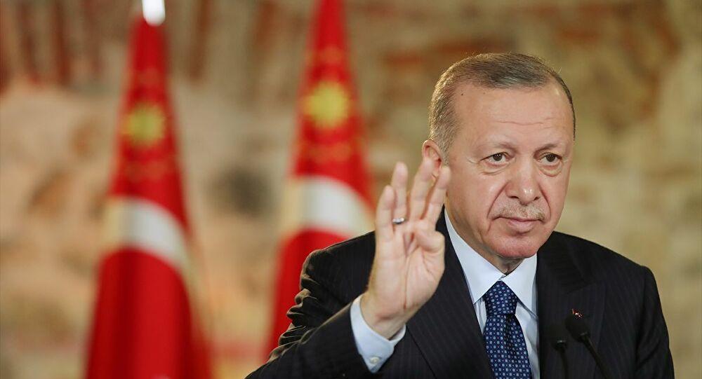 """""""Ένας φασίστας αλλά επίσης αρτίστας: Ο Ταγίπ Ερντογάν"""""""