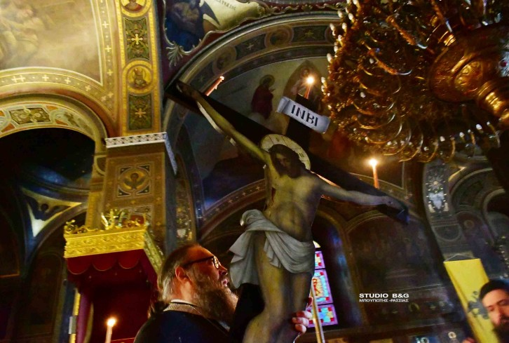 Ιερός Ναός Αγίου Γεωργίου στο Ναύπλιο: Η ακολουθία του Εσταυρωμένου (video-φωτο)