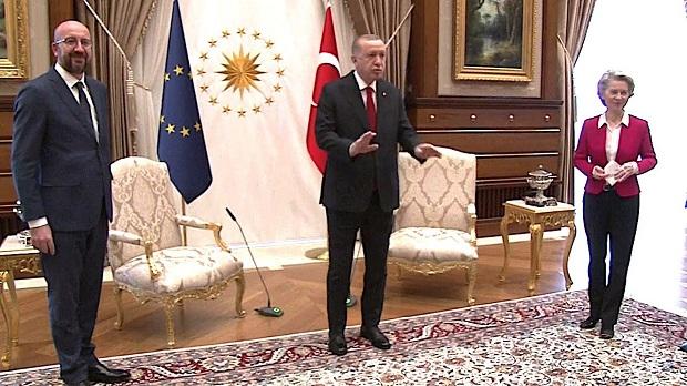 Άστοχη και κατευναστικού χαρακτήρα η επίσκεψη των ευρωπαίων αξιωματούχων στην Άγκυρα – Του Χρ. Θ. Μπότζιου