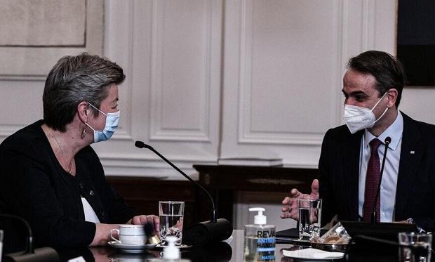 Τι σημαίνει η πρόθυμη αποδοχή του νέου Ευρωπαϊκού Μεταναστευτικού Συμφώνου από τους κυβερνώντες; – Ανάλυση του Π. Νεάρχου