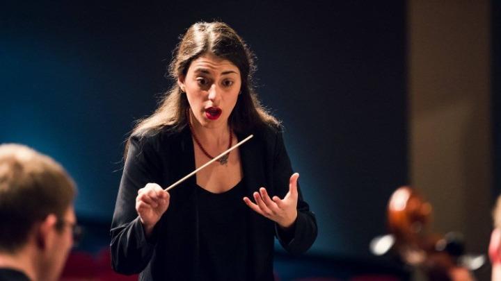 Άννα – Μαρία Γκούνη: Η πρώτη γυναίκα μαέστρος στη Συμφωνική Ορχήστρα του Κονρό στο Τέξας