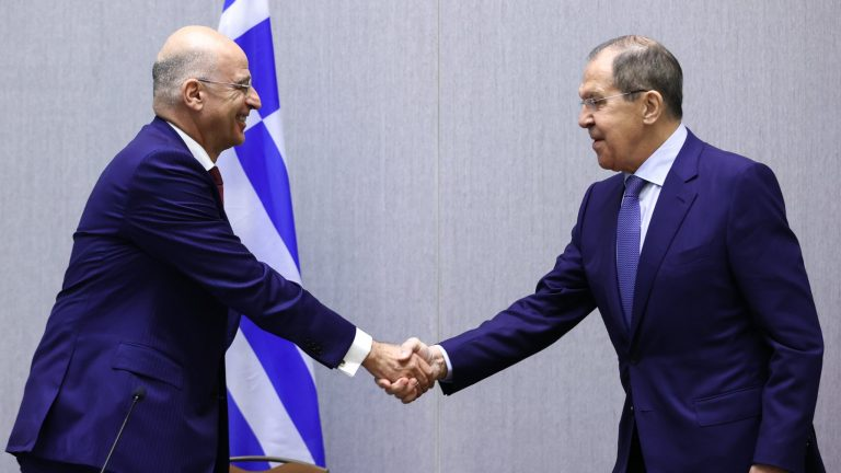 Κοινές δηλώσεις Δένδια-Λαβρόφ: Επιθυμία της Ελλάδας η αποκατάσταση των σχέσεων ΕΕ-Ρωσίας