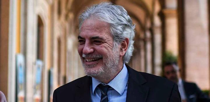 Μάκης Κουρής: Πού καταντήσαμε, Μητσοτάκη, να ψάχνεις στην Κύπρο να βρεις υπουργό!