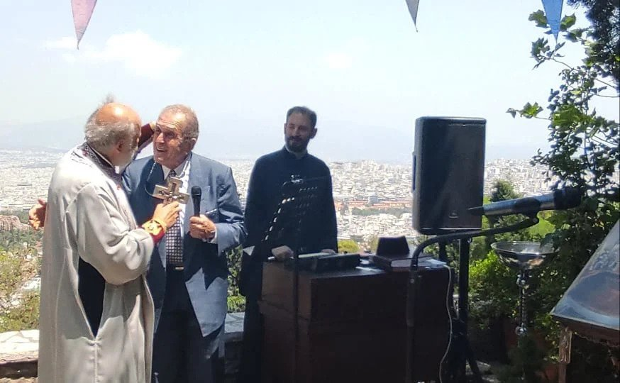 Ο Άρχοντας Πρωτοψάλτης Θεόδωρος Βασιλικός ψάλλει στην Εκκλησία των Αγίων Ισιδώρων Λυκαβηττού (βίντεο)