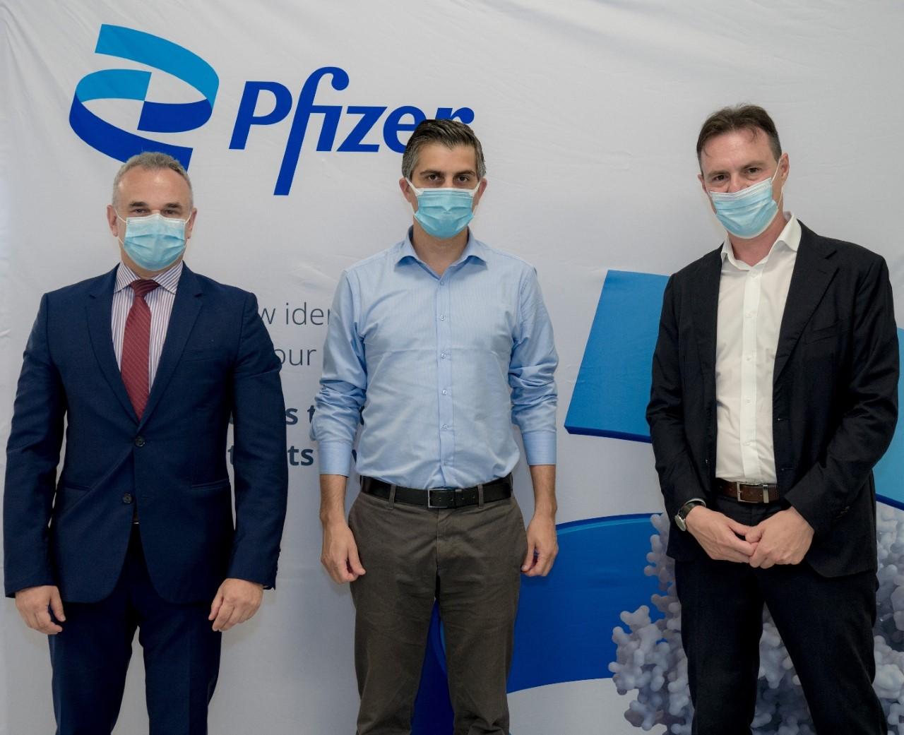 Στις εγκαταστάσεις της Pfizer στη Θεσσαλονίκη ο Χρίστος Δήμας