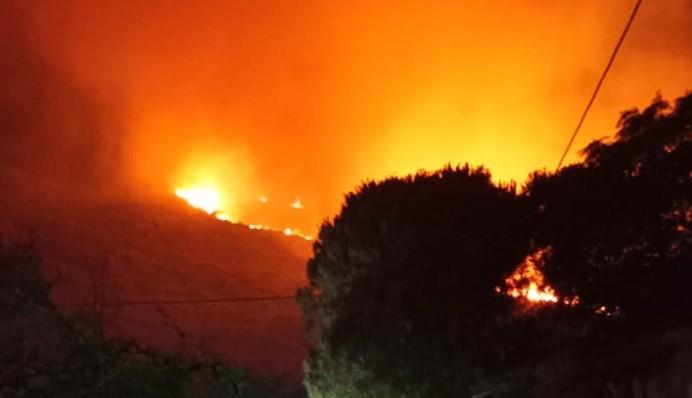 Κεφαλονιά – Φωτιά: Δύσκολη η νύχτα…