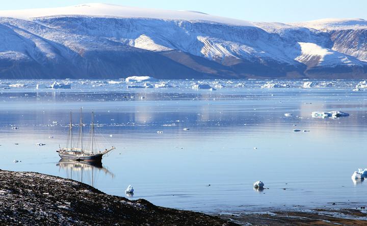 Γροιλανδία: Έχασε σε μία ημέρα μια τεράστια ποσότητα πάγου