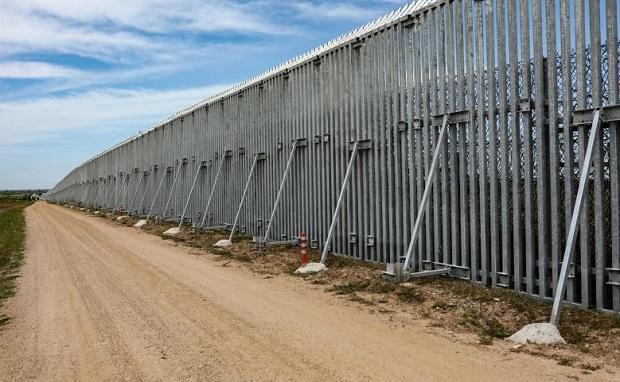 Η κατασκευή του φράχτη στον Έβρο μπλόκαρε τα κυκλώματα των δουλεμπόρων