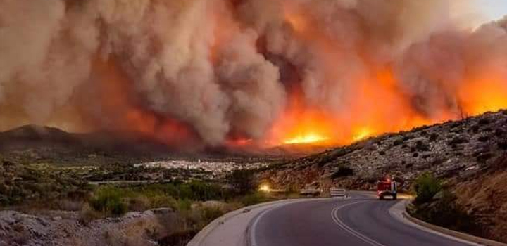 Η φωτιά στην περιοχή των Βιλίων καίει για 4η ημέρα – Εκκενώθηκαν προληπτικά πέντε οικισμοί