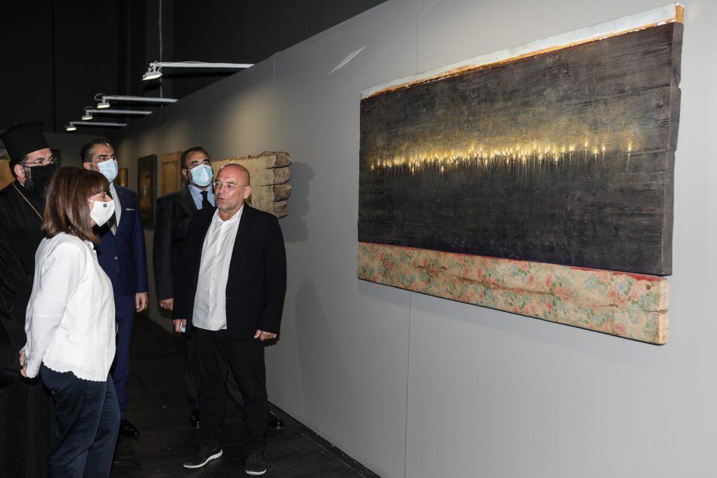 Καλαμάτα: Η ΠτΔ εγκαινίασε την έκθεση με τίτλο «Μνήμον Φως» του ζωγράφου Χρήστου Μποκόρου