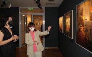 Μουσείο Μπενάκη: Η Κ. Σακελλαροπούλου εγκαινίασε την έκθεση «Το Σπίτι της Μνήμης»
