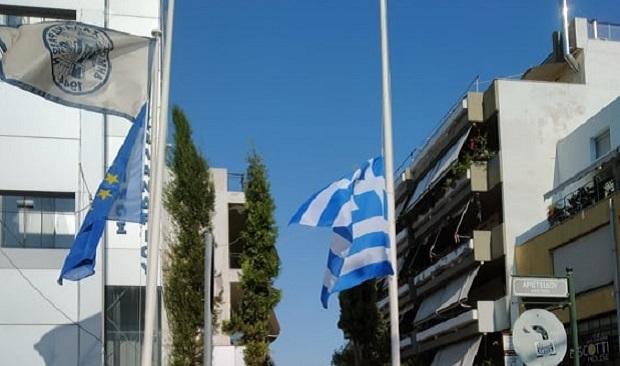 Μεσίστια η σημαία στο δημαρχείο Χαλανδρίου – Το μήνυμα του δημάρχου Σίμου Ρούσσου