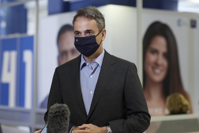 Κυρ. Μητσοτάκης: «Ας ακούσουμε, επιτέλους, τους επιστήμονες» – Έκανε την τρίτη δόση του εμβολίου για την Covid-19