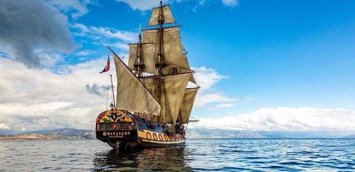 Στο Αιγαίο το ρωσικό ιστιοφόρο Shtandart – Ποιό είναι το ιστορικό πλοίο