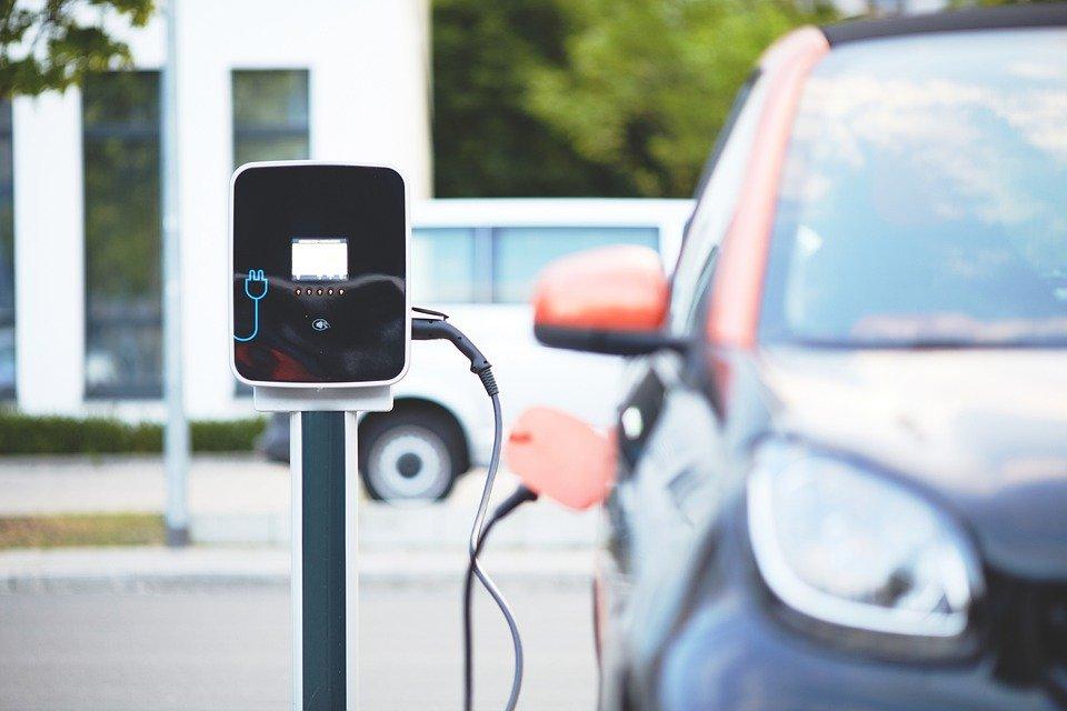 Έρχονται κίνητρα για ηλεκτροκίνητα ταξί – Σχέδια για «πράσινο» δακτύλιο