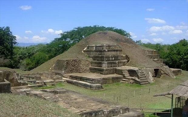 Με βράχο από έκρηξη ηφαιστείου η πυραμίδα των Μάγια